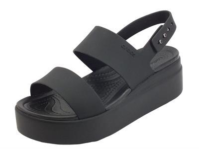 Articolo Crocs brooklyn low wedge black Sandali per Donna in gomma nero con zeppa