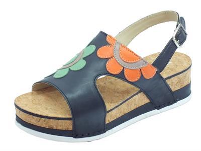 Articolo Melluso Walk sandali per donna in pelle nera con fiori e zeppa media