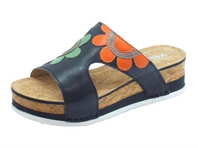 Articolo Melluso Walk sandali scalsati per donna in pelle nera con fiori e zeppa media