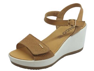 Sandali per donna Igi&Co in pelle beige effetto tela doppia chiusura a strappo zeppa alta