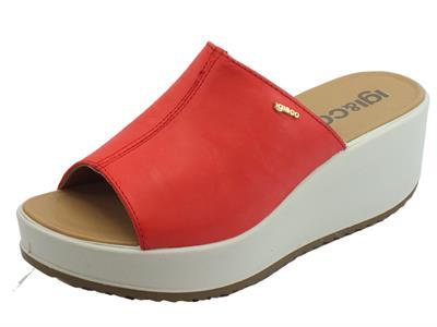 Sandali scalsati per donna Igi&Co in pelle corallo zeppa alta