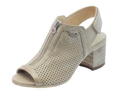 NeroGiardini sandali donna in pelle traforata champagne tacco medio
