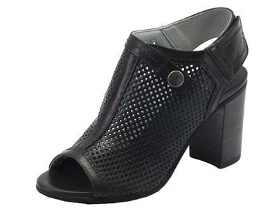 NeroGiardini sandali donna in pelle traforata nera tacco alto velcro posteriore