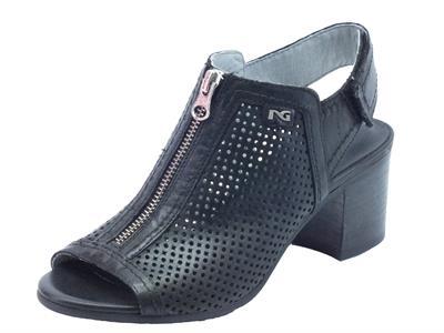 Articolo NeroGiardini sandali donna in pelle traforata nera tacco medio