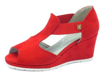 Sandali Cinzia Soft in eco-camoscio rosso Ferrari con zeppa