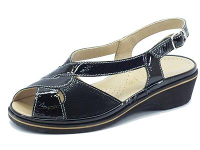 Sandali Cinzia Soft in vernice nera zeppa bassa