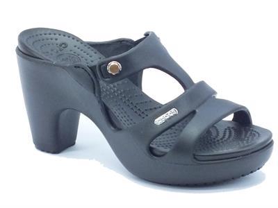 Sandali Crocs in gomma nera con tacco alto