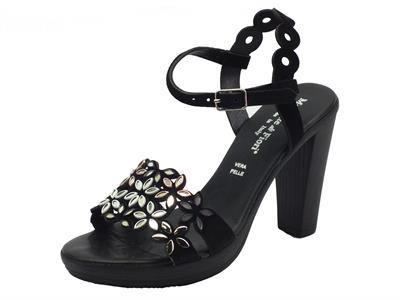 Sandali Mercante di Fiori in camoscio nero con applicazioni bianche e nere