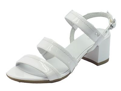 Sandali NeroGiardini per donna in pelle e vernice bianca con tacco medio