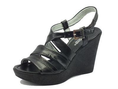 Sandali NeroGiardini per donna in pelle nera con zeppa alta