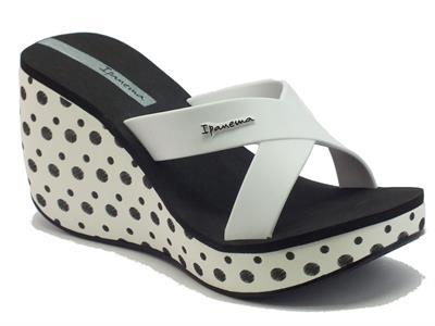 Sandali per donna Ipanema in caucciù bianco e nero zeppa alta