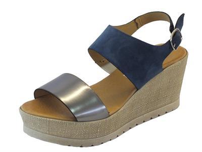 Sandali per donna Mercante di Fiori in camoscio blu e laminato zeppa media