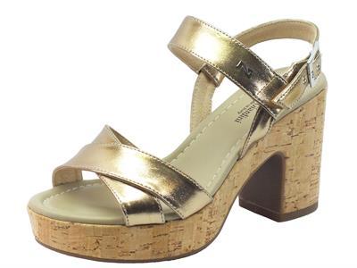 Sandali per donna Nero Giardini in pelle colore bronzo tacco effetto sughero