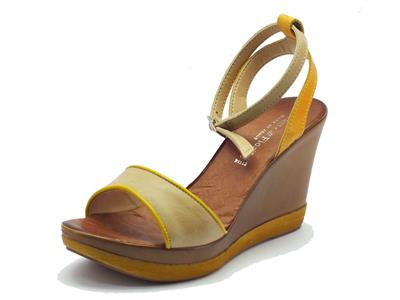 Sandalo Mercante di Fiori in pelle beige e gialla con zeppa alta