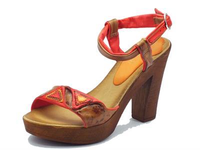 Sandalo Mercante di Fiori in pelle corallo tacco alto