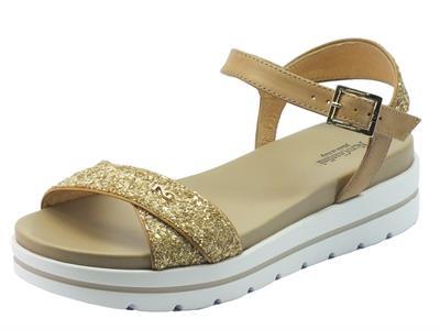 Sandalo NeroGiardini per donna in pelle e glitter oro zeppa bassa
