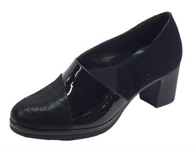 Articolo Mocassini Susimoda per donna in camoscio verniciato diamantato nero tacco medio