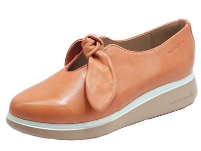 Articolo Wonders A-9704 Sauvag Salmon Mocassino in pelle salmone con zeppa media