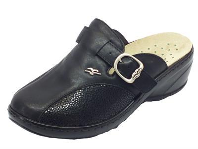 Articolo Pantofole chiuse Fly Flot in pelle e tessuto elasticizzato nero zeppa media