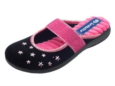 Articolo Pantofole InBlu in tessuto nero con stelline rosa e fascia frontale