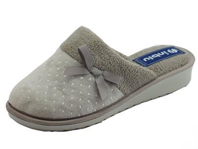 Articolo Pantofole InBlu per donna in pile grigio con fiocchetto e poisse