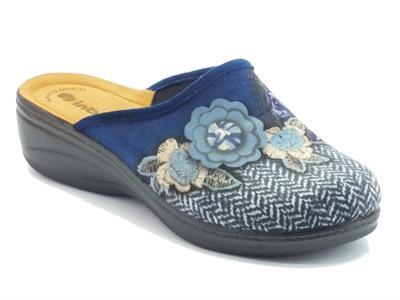 Articolo Pantofole InBlu per donna in tessuto blu con fantasia floreale