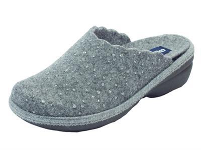 Articolo Pantofole Melluso per donna in tessuto grigio sottopiede estraibile zeppa media