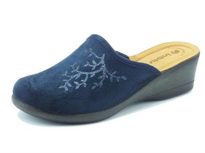 Articolo Pantofole per donna InBlu in tessuto blu con rametto zeppa media