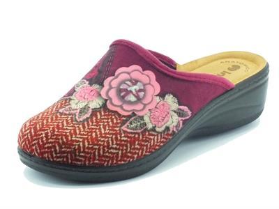 Articolo Pantofole per donna InBlu in tessuto prugna con rosa zeppa media