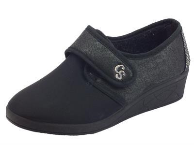 Articolo Scarpe Pantofole Cinzia Soft per donna in tessuto nero chiusura a strappo