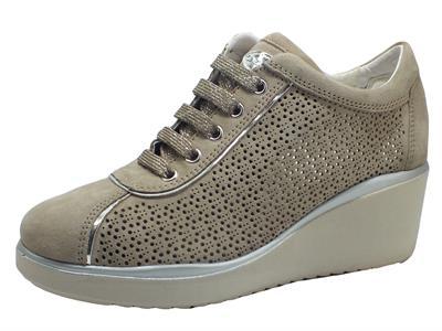 Articolo Cinzia Soft IV12784-SL Clay Sneakers per Donna in nabuk traforato tortora zeppa alta