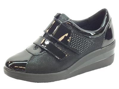 Articolo Cinzia Soft IV5405C-EF Black Sneakers con zeppa per Donna in nabuk con doppio strappo