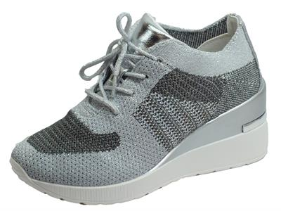 Articolo Cinzia Soft MH616530 Silver Sneakers per Donna in tessuto argento zeppa alta