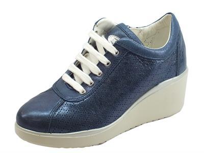 Articolo Cinzia Soft sneakers per donna in pelle blu notte con zeppa alta