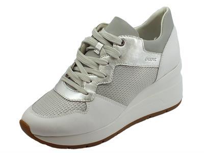 Articolo Geox D Zosma sneakers donna in vernice camoscio e tessuto argento e bianco zeppa alta
