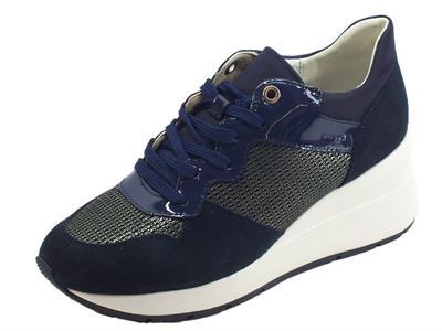 Articolo Geox D Zosma sneakers donna in vernice camoscio e tessuto blu zeppa alta