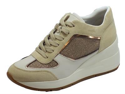 Articolo Geox D028LA Zosma Gold Sand Sneakers per Donna in camoscio e tessuto sabbia oro zeppa alta