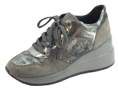 Articolo Geox D828LC Zosma Dk Grey Sneakers Donna in camoscio e tessuto zeppa alta