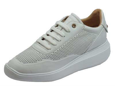 Geox D84APA Rubidia White Sneakers per Donna in pelle traforata bianca zeppa media