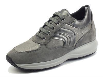 Articolo Geox Happy D1662B Dk Grey Sneakers per Donna in camoscio zeppa bassa
