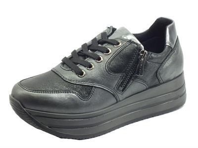 Articolo Igi&Co 6166100 Akoya Metallizzato Nero Sneakers Donna in pelle liscia e martellata con zeppa