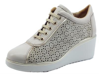 Articolo Melluso Walk K55334 Beige Sneakers per Donna in nabuk traforato tortorta e pelle zeppa alta