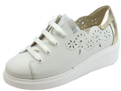 Articolo Melluso Walk Techno sneakers sportive per donna in pelle traforata bianca e  bronzo zeppa alta