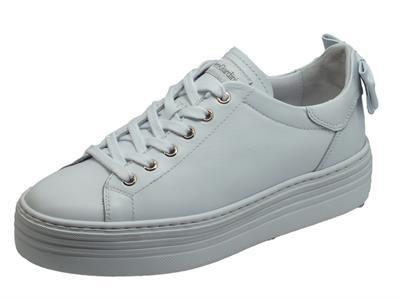 Articolo NeroGiardini E010700D Skipper Bianco Sneakers Donna in pelle bianca con zeppa e fiocchetto