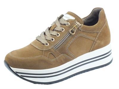 Articolo NeroGiardini I116934D Velour Malto Sneakers Donna in nabuk con zeppa nedia