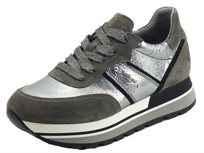 Articolo NeroGiardini I116945D Velour Cemento Sneakers per Donna in camoscio grigio e pelle argento