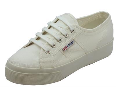 Articolo Scarpe sportive Superga per donna in tessuto bianco con zeppa media