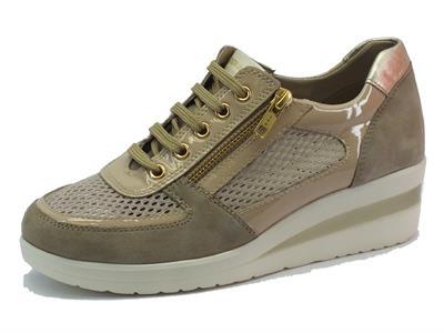 Sneakers Cinzia Soft in camoscio vernice e tessuto traforato beige