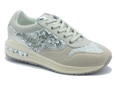 Sneakers CafèNoir per donna in camoscio beige con paiettes