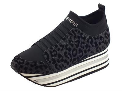 Articolo Sneakers CafèNoir per donna in tessuto leopardato brillantinato nero zeppa alta